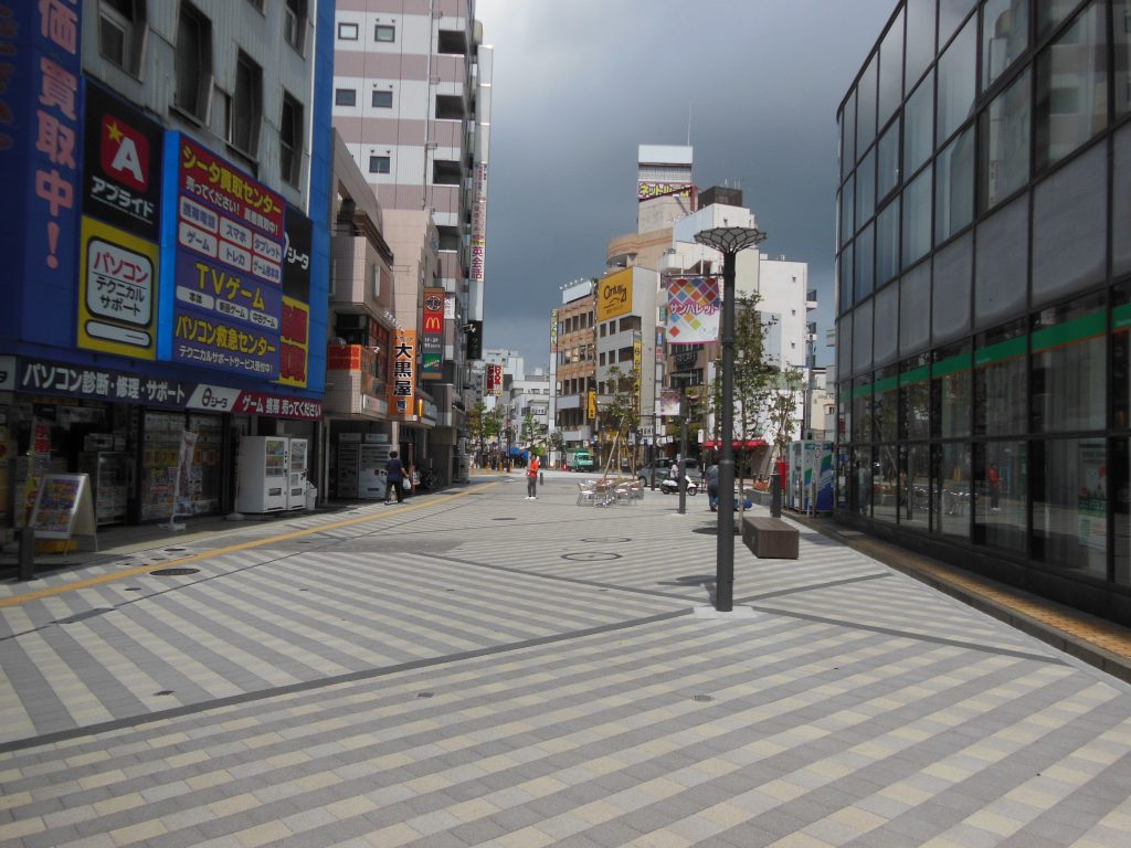 藤沢駅北口から銀座通り方面へ