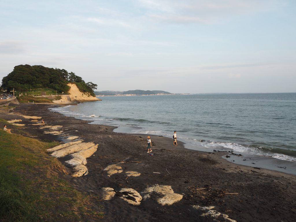 夕暮れ時の稲村ヶ崎と相模湾