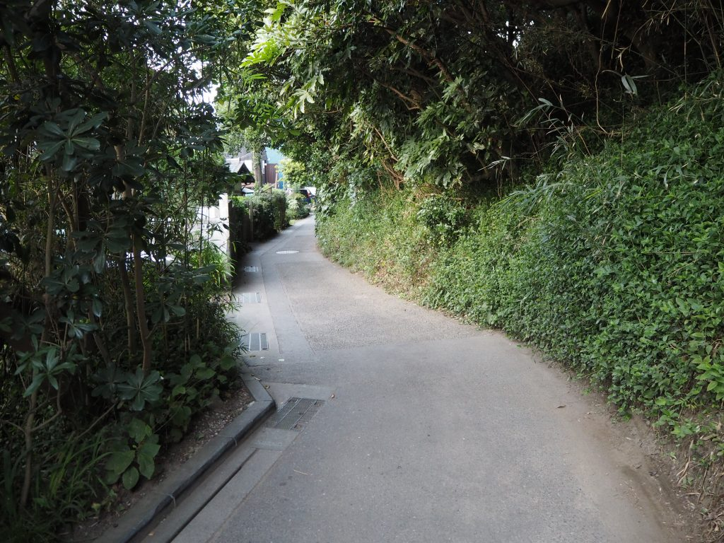 稲村ヶ崎から極楽寺駅への道