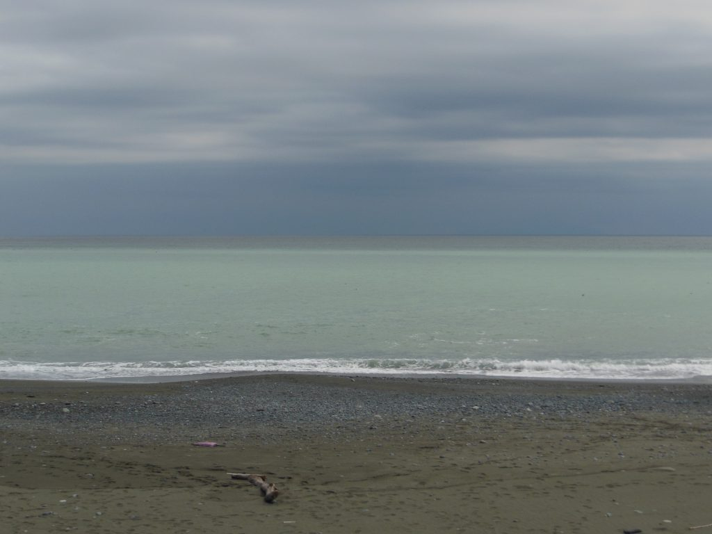 海の色がきれいなこゆるぎ浜