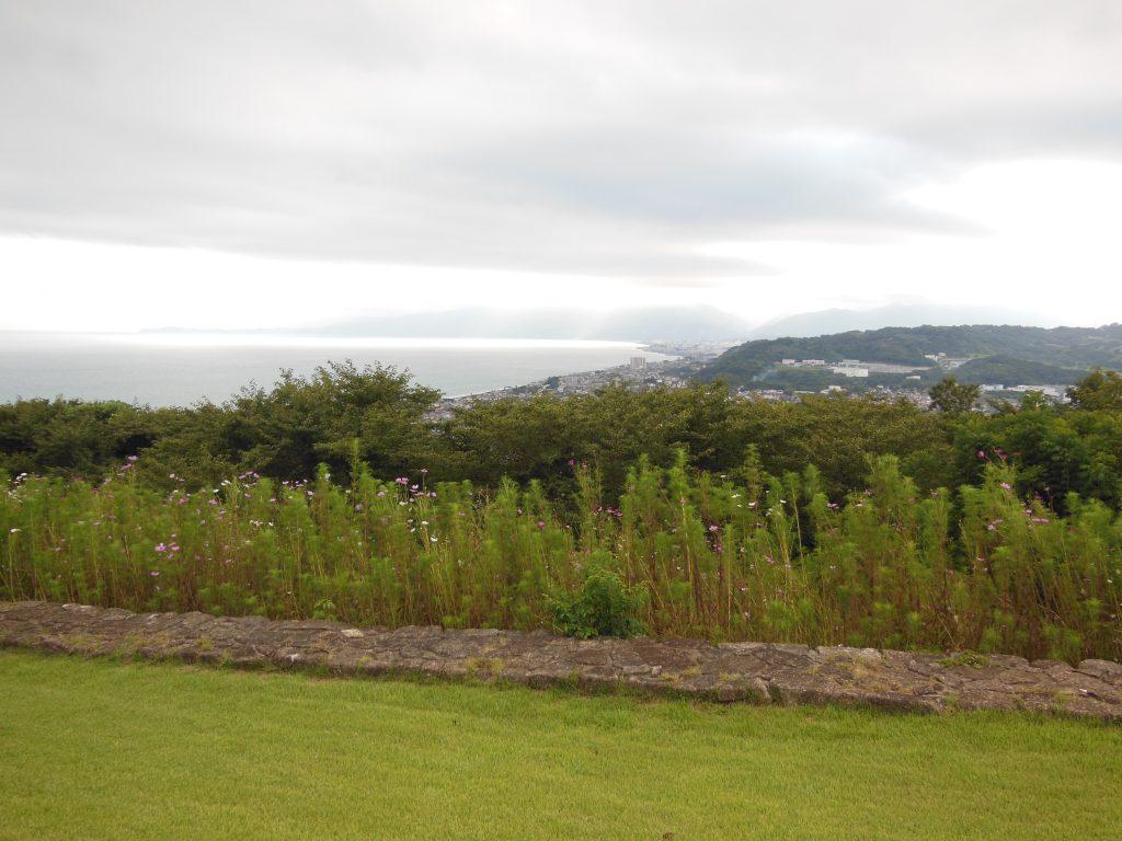 吾妻山公園展望台から小田原方面を望む