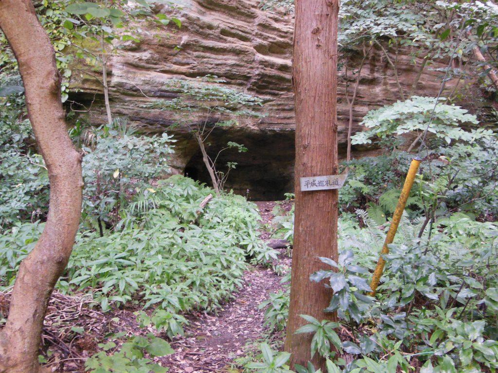 平成巡礼道」と名付けられている衣張山への入口