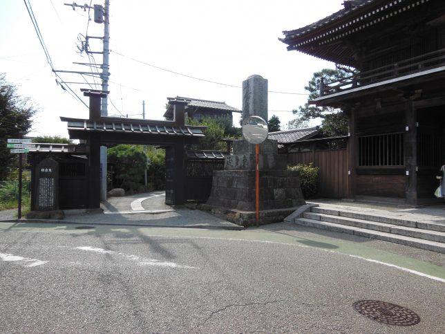 本覚寺・山門