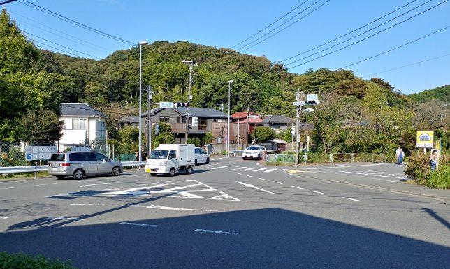 金沢街道と交わる明石橋交差点