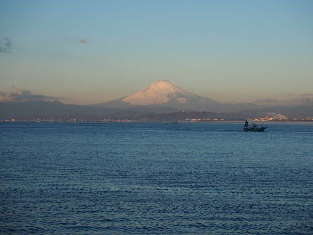 江の島弁天橋から富士山を望む
