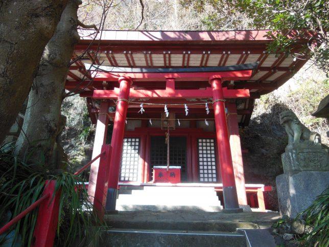 新宿稲荷神社・拝殿