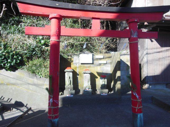 新宿稲荷神社の鳥居