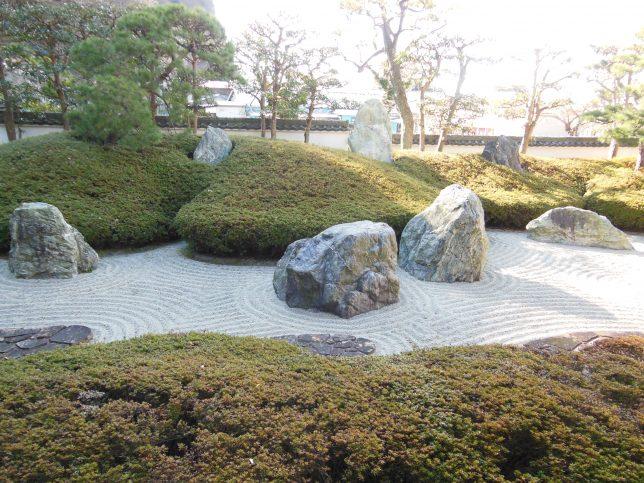 三尊五祖を表す光明寺の石庭