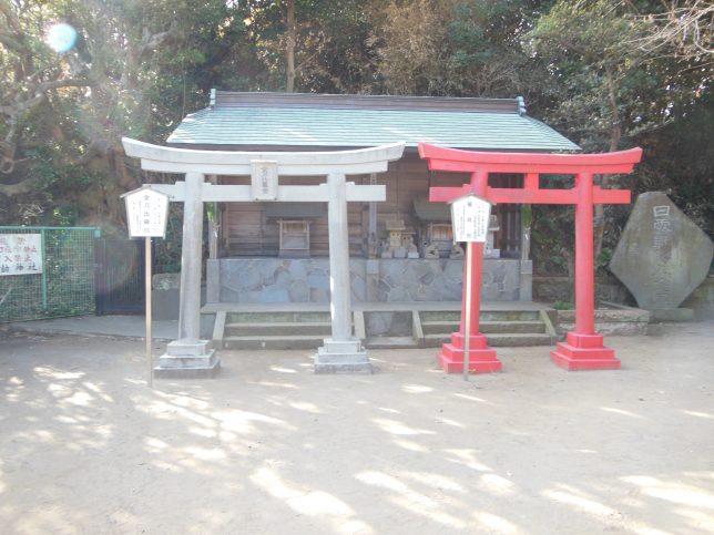 小動神社の金刀比羅宮と稲荷社