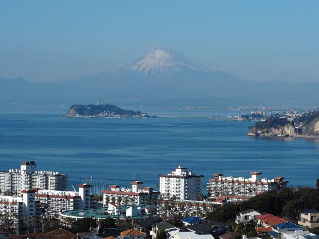披露山公園展望台からの富士山と江の島