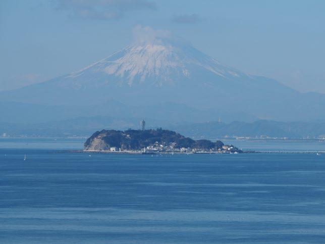 大崎公園から臨む富士山と江の島