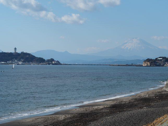 七里ヶ浜から臨む富士山と江の島