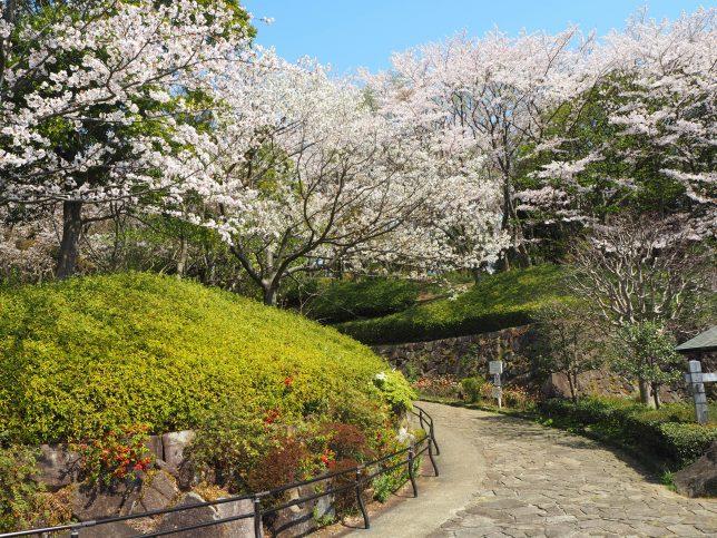 大庭城址公園・正面入り口からの風景