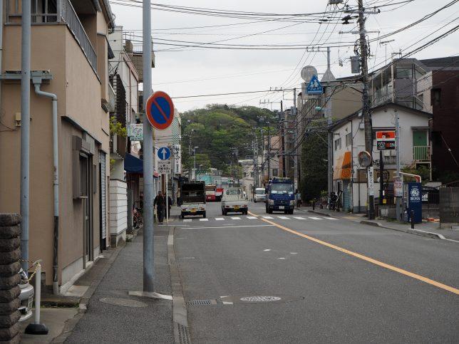 横浜方面を目指して金沢街道を進む