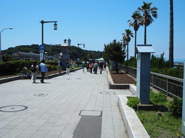 江の島弁天橋を渡る