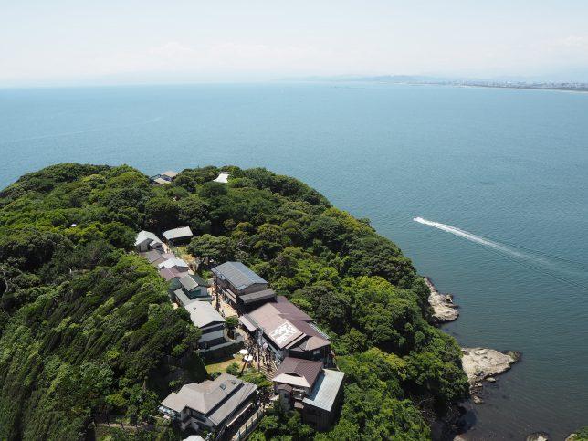 シーキャンドルから臨む江島神社の奥津宮