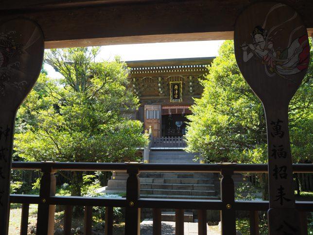 江島神社・奥津宮の拝殿