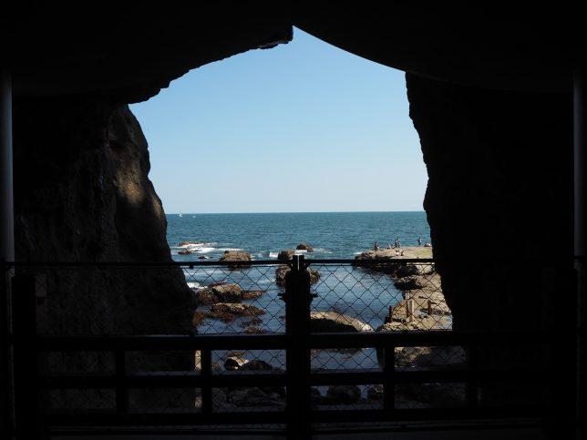 岩屋から臨む相模湾