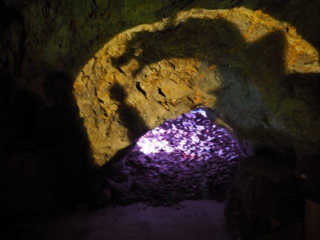 第二岩屋の奥には龍の像が…