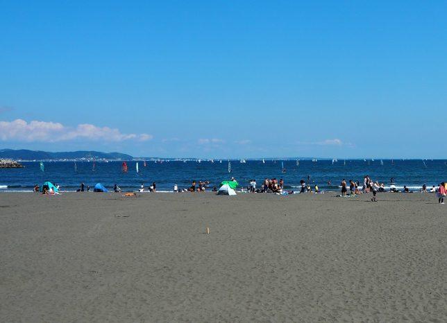 片瀬東浜にも多くの人たち