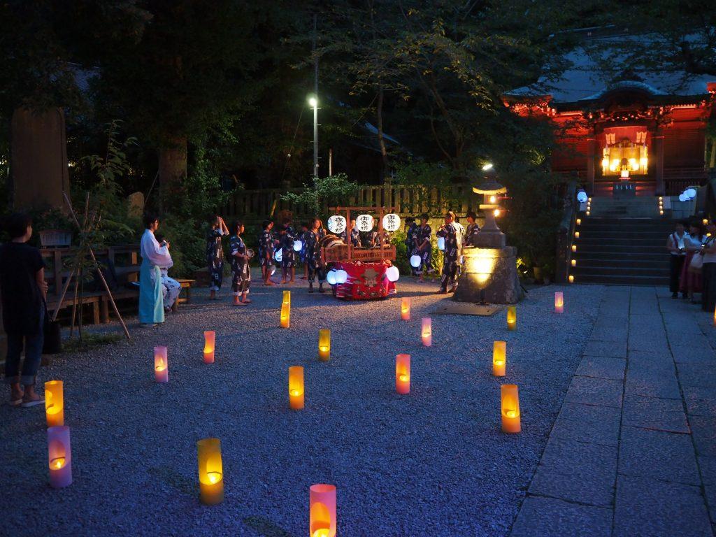 ライトアップされた御霊神社