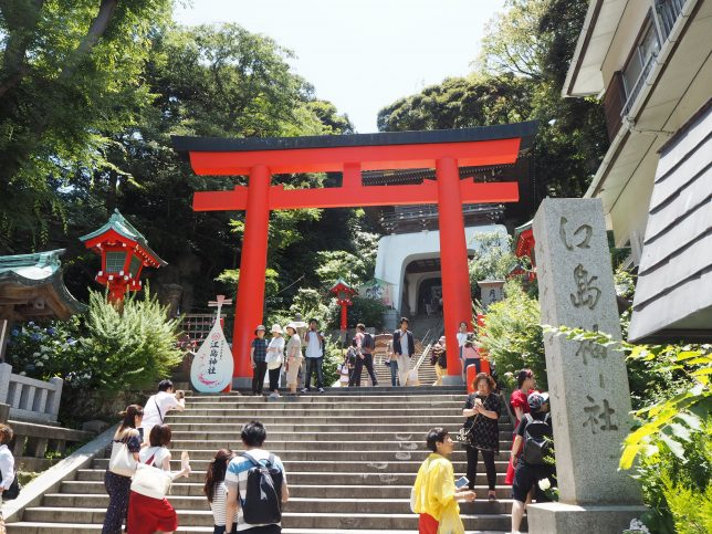 江島神社の朱の鳥居