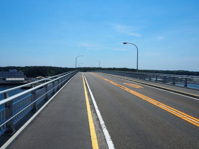 長さ575mの城ケ島大橋を歩く