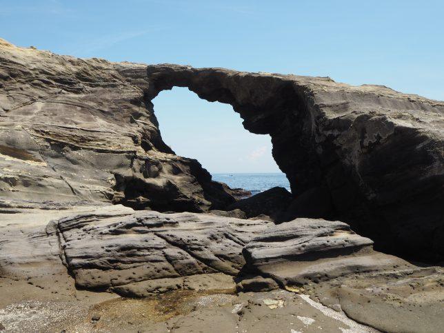 城ケ島の馬の背洞門(どうもん)